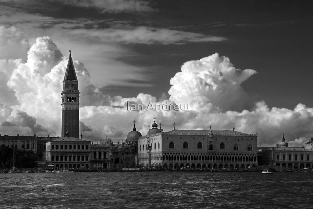 Palazzo Ducal by Ian Andrew