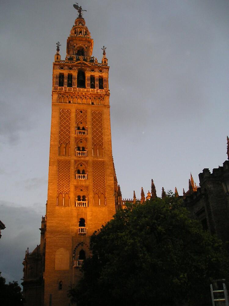 La Giralda - at dusk by Stronsy