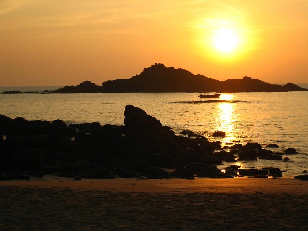 Sunset, OM Beach, Karnataka, INDIA by soundmind