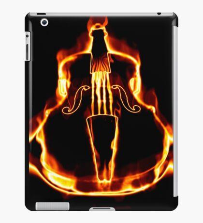 Klassische Geige in der Flamme iPad-Hülle & Klebefolie