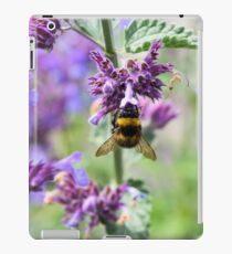 Bumble Bee collecting pollen iPad Case/Skin