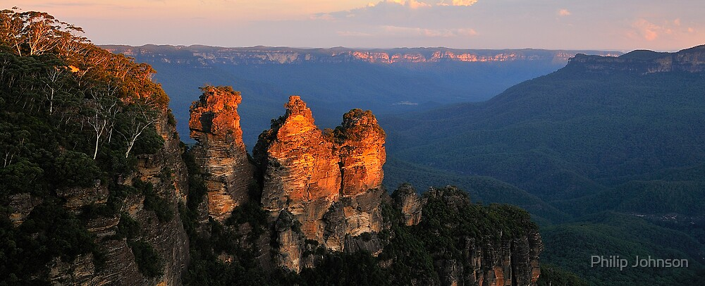 Sisters - Jamison Valley , Blue Mountains Series, NSW Australia by Philip Johnson