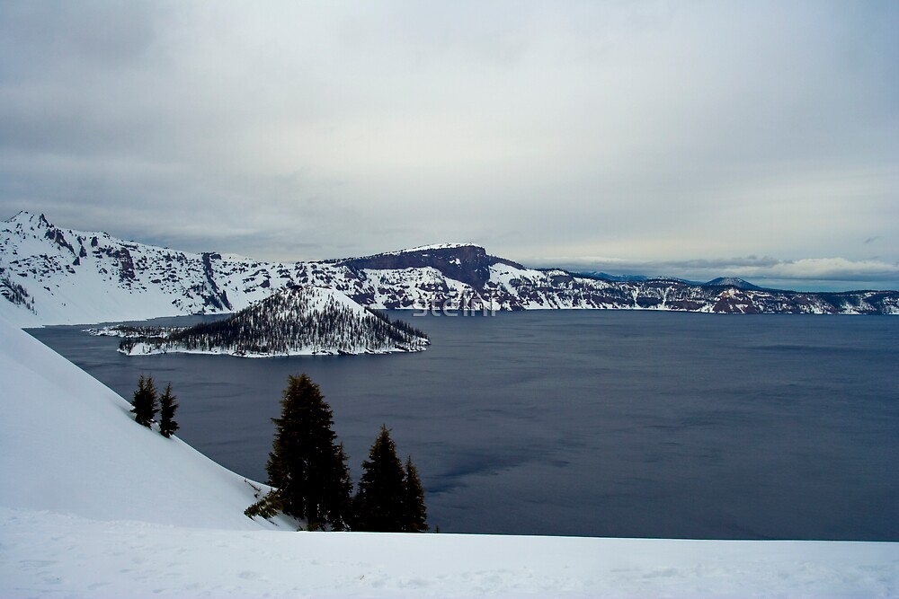 Crater Lake II by steini