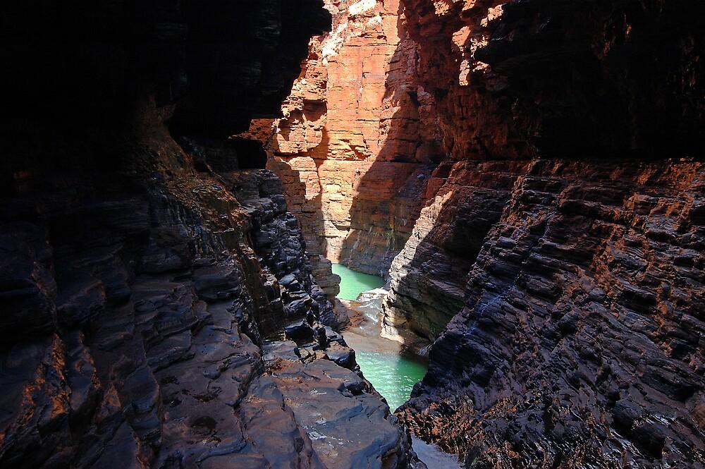 Hancock Gorge, Karijini by Richard  Stanley
