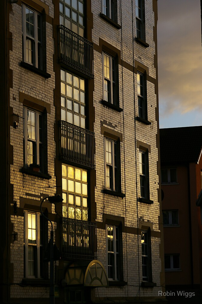 Sunset off Tooley Street by Robin Wiggs
