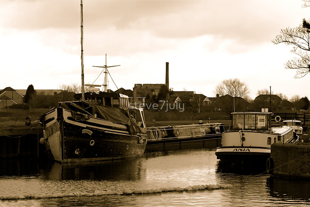 Dutch Barge by steve7july