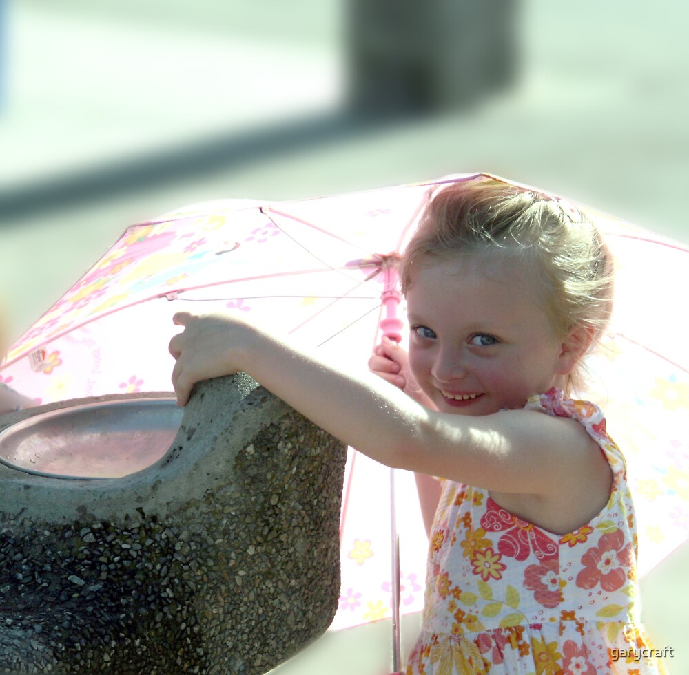YOUNG GIRL AT THE DRINKING FOUTIAN by garycraft