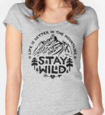 Camiseta entallada de cuello redondo Stay Wild negro