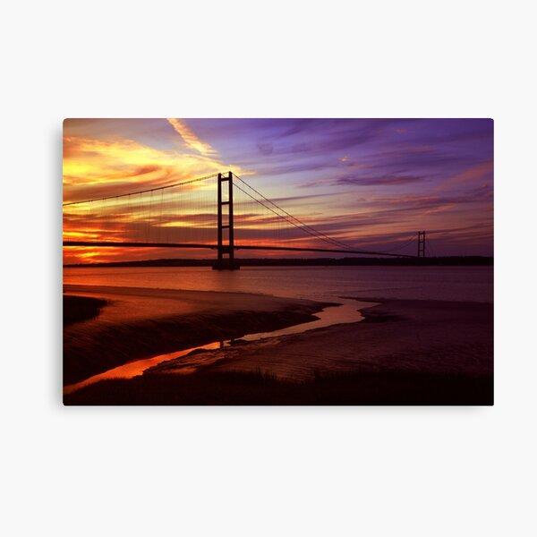 Atardecer naranja rojo brillante detrás de una silueta del puente colgante de Humber Lienzo