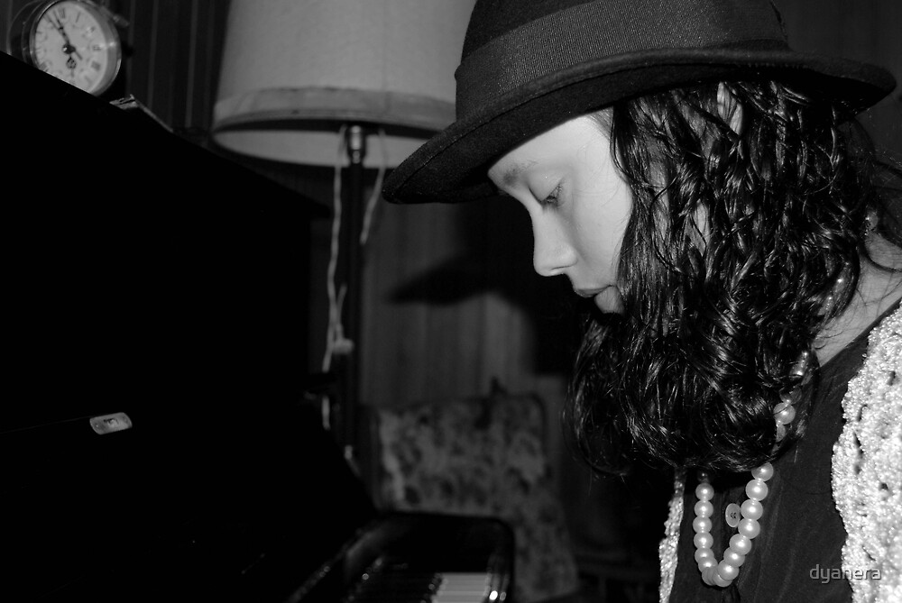40's: Girl whith piano by dyanera