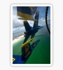 Die Blue Angels führen das Diamond 360-Manöver über Florida durch. Sticker