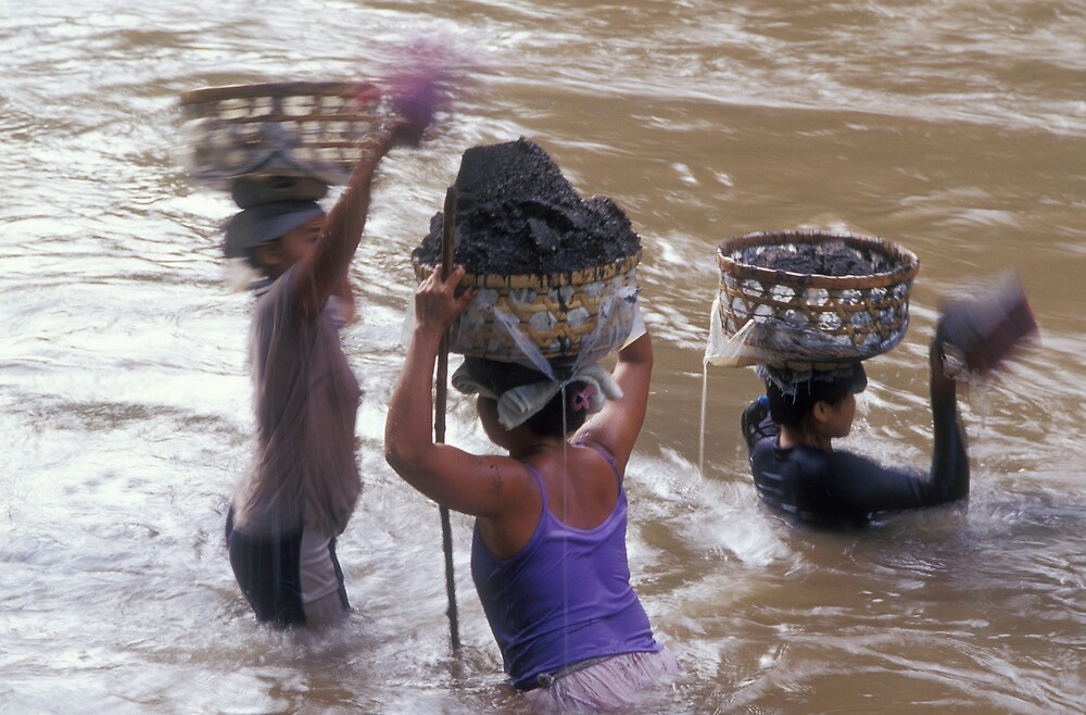 river workers in bali by matt mackay