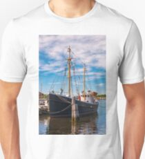 Fishing Veteran Unisex T-Shirt