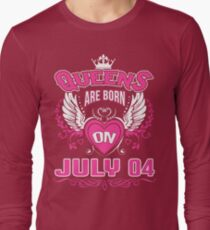 Queens Are Born On July 04 Long Sleeve T-Shirt
