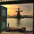 Silhouette at Volendam ( 2 ) by Larry Lingard-Davis