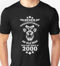 Never Underestimate An Old Man Who Was Born In 2000. Birthday T-Shirt. Unisex T-Shirt