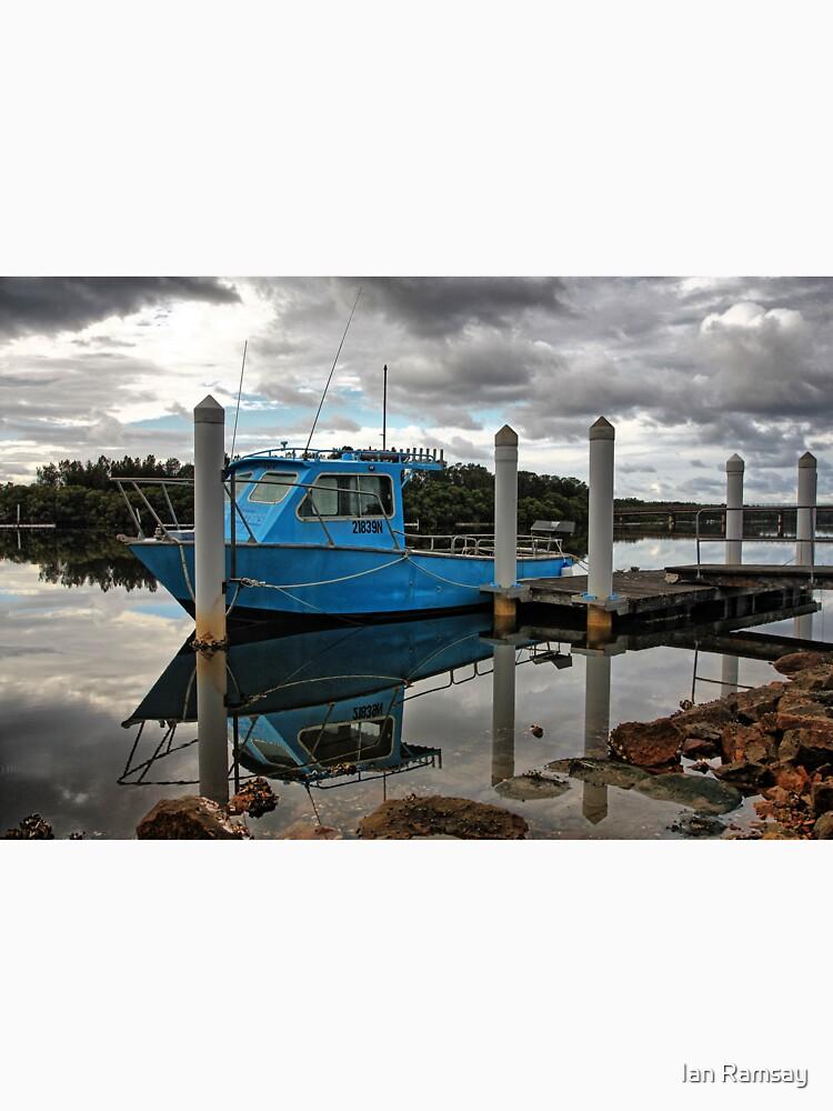Blue boat. by Ian17