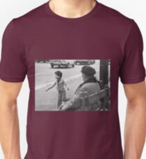 New finition 2017 - On the Way to M.Cartier Bresson Paris 1975 23 (b&n)(t) by Olao-Olavia par Okaio Création T-Shirt