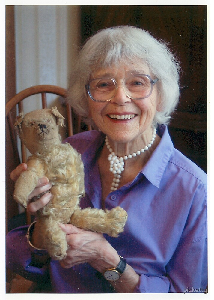 mum and teddy  by picketty