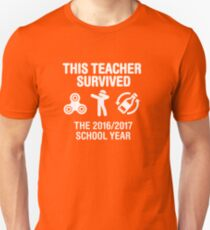 This teacher survived school year 20116 - 2017 Unisex T-Shirt