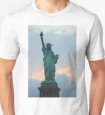 Lady Liberty Statue of Liberty NYC New York Skyline Pride Unisex T-Shirt