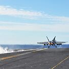 Eine F / A-18E Super Hornet startet vom Flugdeck der USS George Washington. von StocktrekImages