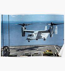 Ein MV-22 Osprey landet auf dem Flugdeck der USS Germantown. Poster