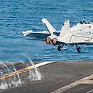 Ein EA-18G Growler startet vom Flugdeck der USS Harry S. Truman. von StocktrekImages