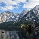 «Hallstatt en los Alpes austriacos en primavera» de badamg
