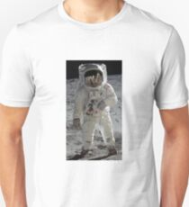 Apollo 11 A7L space suit worn by BUZZ ALDRIN. Aldrin standing on moon. Neil Armstrong and Eagle reflected in his visor, 20 July 1969. by NASA T-Shirt