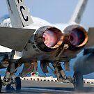 Eine F / A-18A + Hornet startet vom Flugdeck der USS Harry S. Truman. von StocktrekImages