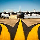 Ein MC-130E Combat Talon I wartet auf seine nächste Mission auf der Fluglinie. von StocktrekImages