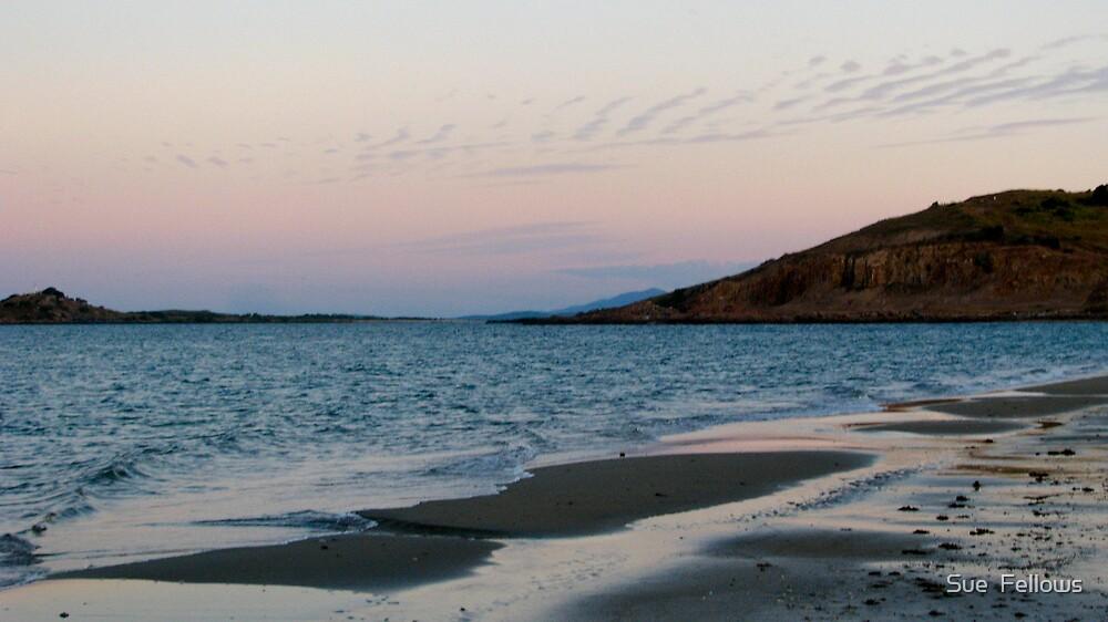 """""""Dusk"""" Kings Beach, Bowen by Sue  Fellows"""