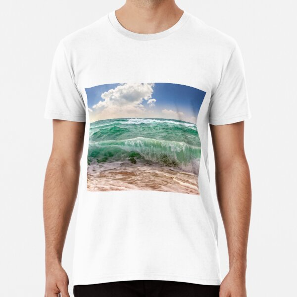 huge sea ​​waves running on sandy beach Premium T-Shirt