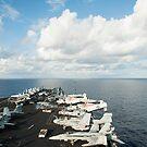 Die USS Nimitz durchquert das Südchinesische Meer. von StocktrekImages