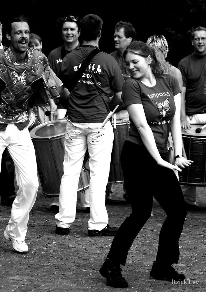 Playing the Samba game  by Itzick Lev