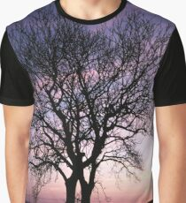 Two Trees embracing Graphic T-Shirt