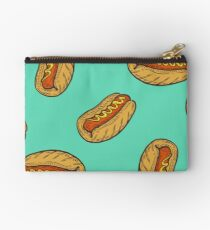 Hot dog sausage Fast food vector seamless pattern. Junk food on green Studio Pouch