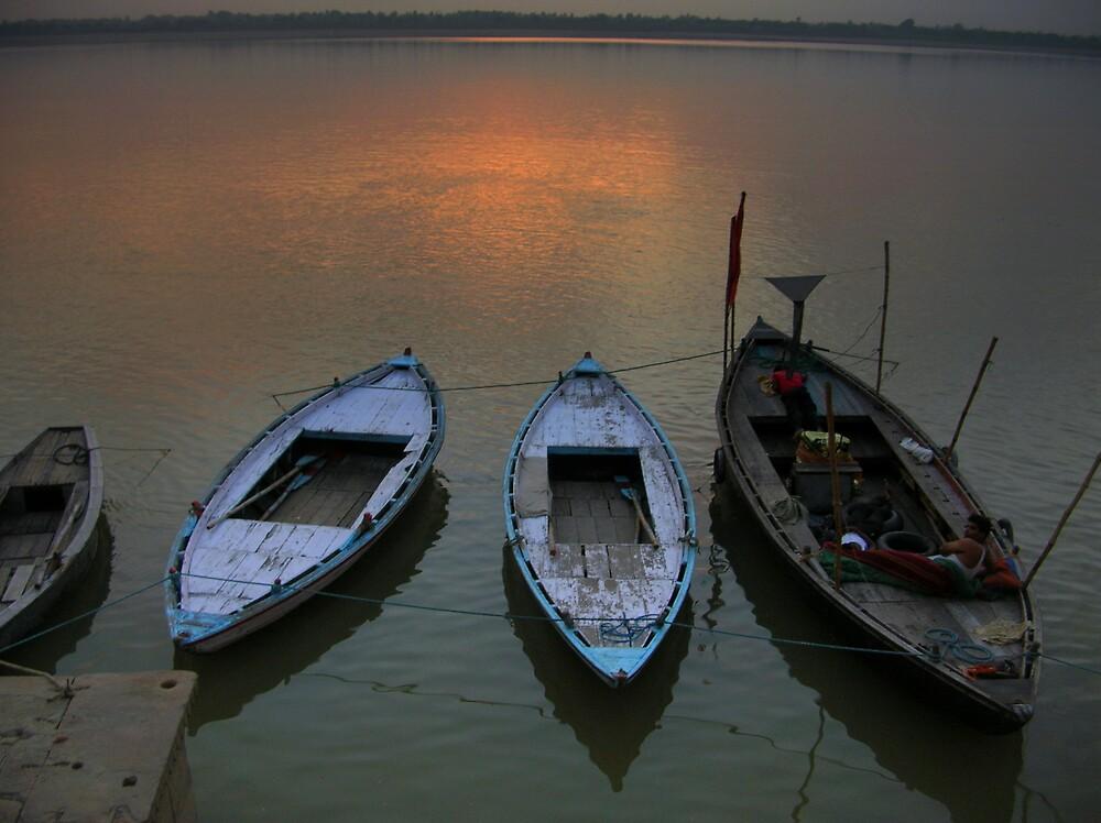 Boats waiting for the pilgrims in Ganga in Varanasi by nisheedhi