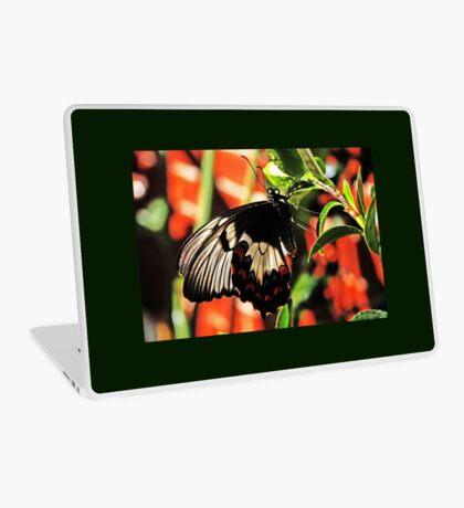 Ein Schmetterling in meinem Garten Laptop Folie