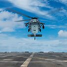 Ein Hubschrauber der US-Marine MH-60S Seahawk bereitet vor sich zu landen. von StocktrekImages