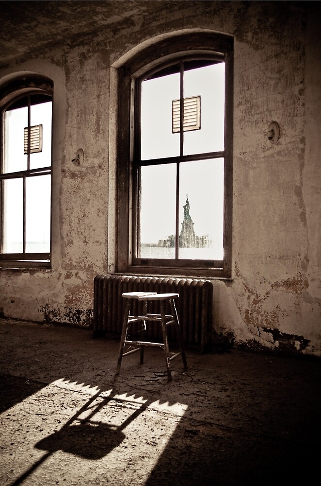 Ellis Island New York: Liberty Awaits by Josephine Pugh
