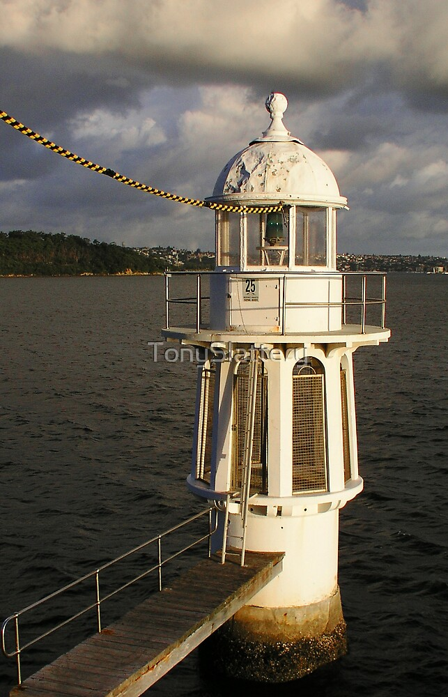 Lighthouse off Cremorne Point by TonySlattery