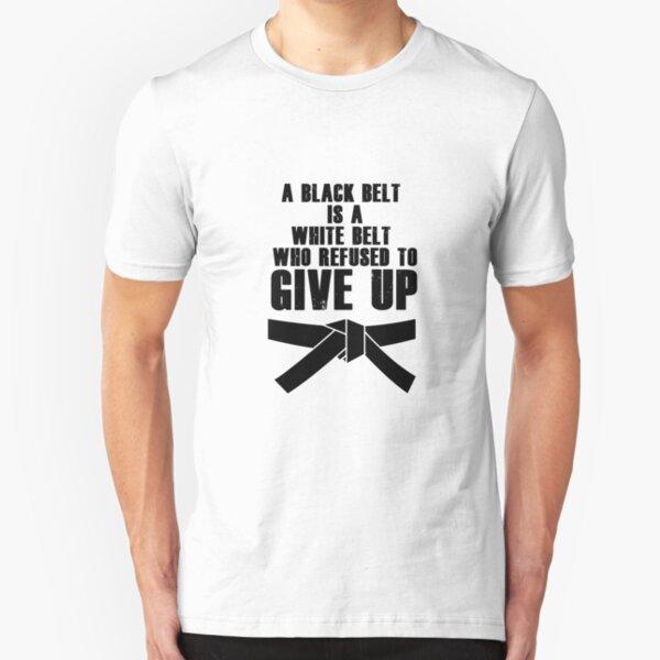 Un cinturón negro es un cinturón blanco Karate Tae Kwon Do Camiseta ajustada