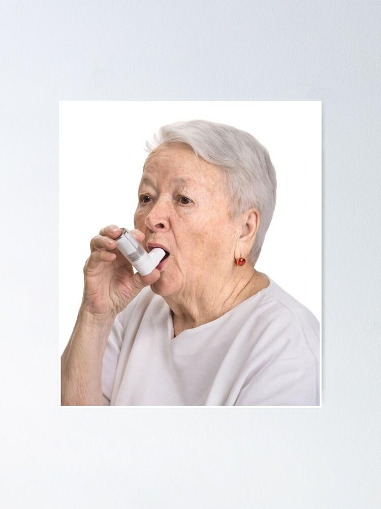 Vista alternativa de Póster Anciana con inhalador
