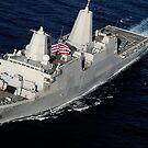 Amphibisches Transportdockschiff USS San Antonio, das den Golf von Aden durchläuft. von StocktrekImages