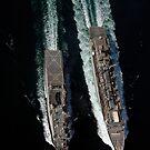 Das schnelle Kampflogistik-Unterstützungsschiff USNS Supply führt eine laufende Auffüllung der USS Comstock durch. von StocktrekImages