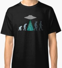 Evolution of man - UFO Classic T-Shirt
