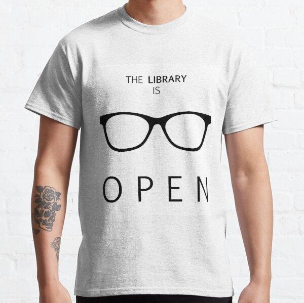 La bibliothèque est ouverte T-shirt classique