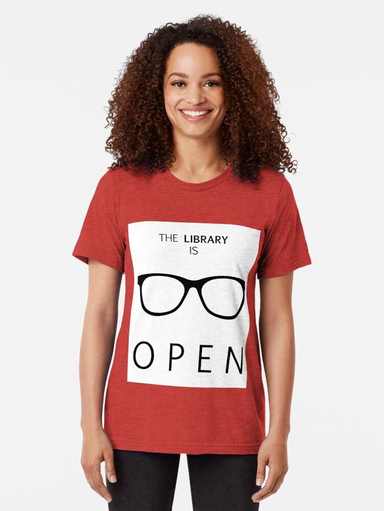 Alternative Ansicht von Die Bibliothek ist geöffnet Vintage T-Shirt